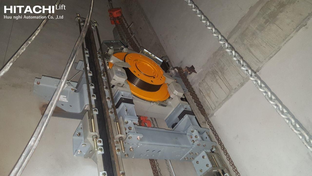 Hình ảnh thực tế thang không phòng máy HITACHI - UAG-SN1